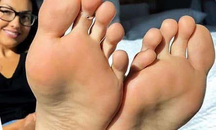 Sklave leckt schmutzige Füße